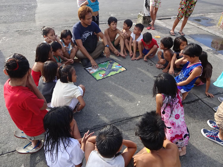 With the street children of Manila-Matteo Astone