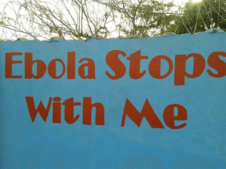 Segni di Ebola: le scritte sui muri della capitale (Freetown) per sensibilizzare la popolazione sull'esistenza e la pericolosità del virus