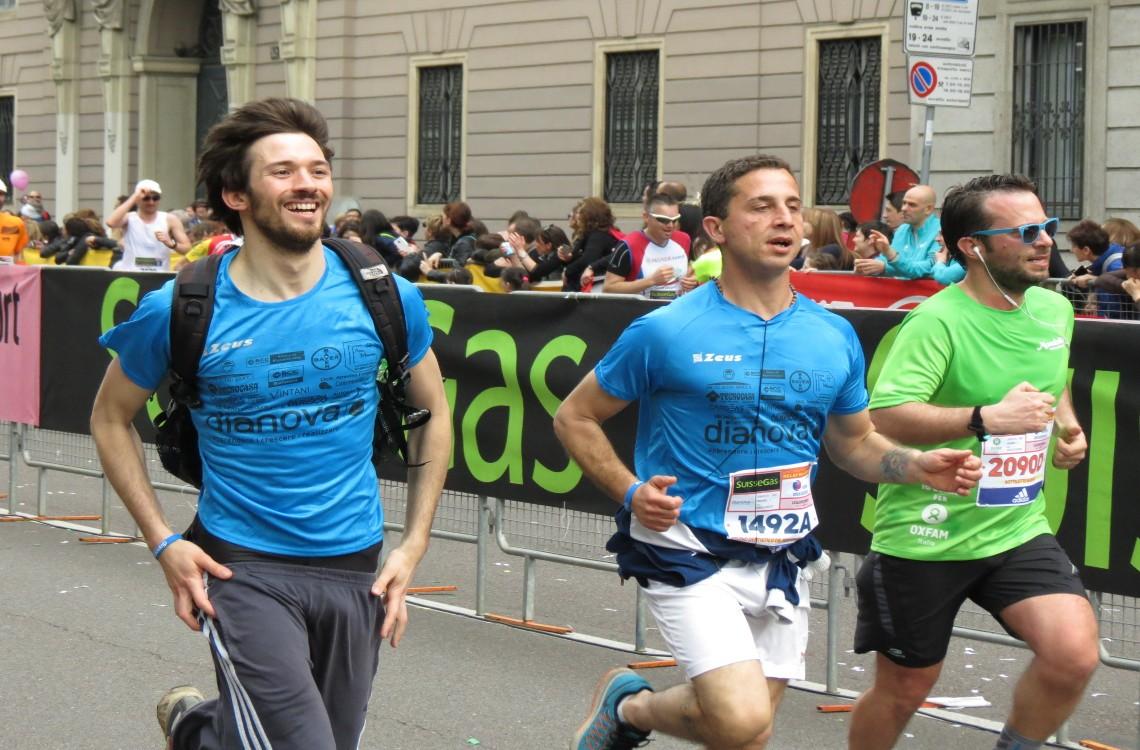 I runner di Dianova sfrecciano verso il traguardo